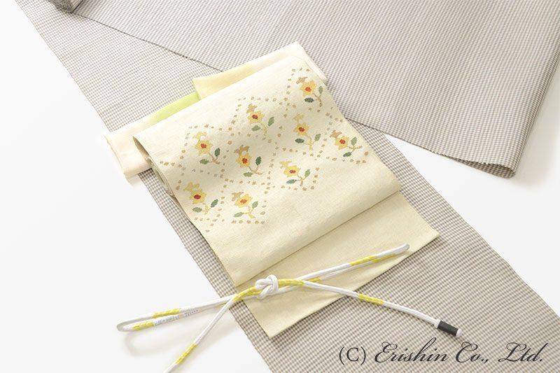 小格子のみさやま紬に更紗の帯のコーディネート