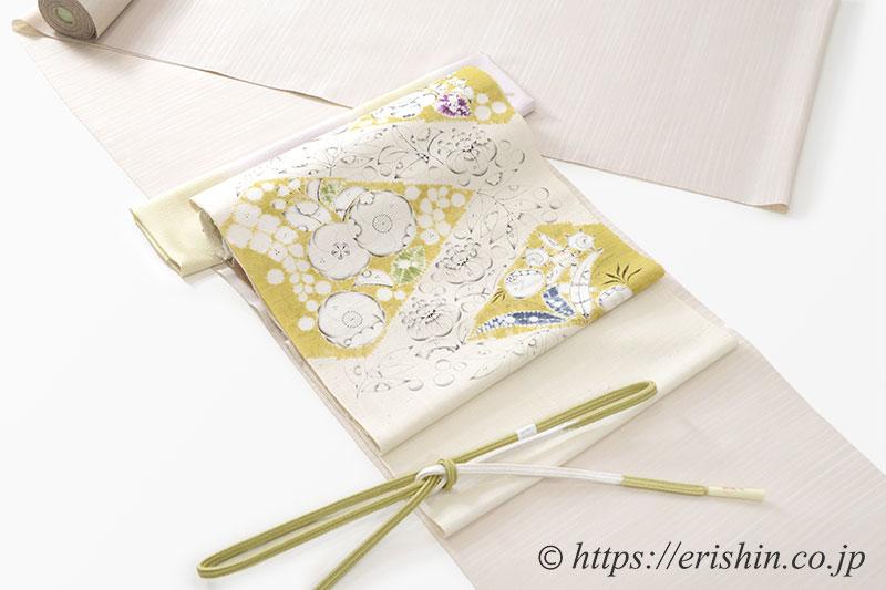 着物と帯、和装小物のコーディネート「白茶色のしけ引き小紋に辻ケ花の染帯を」
