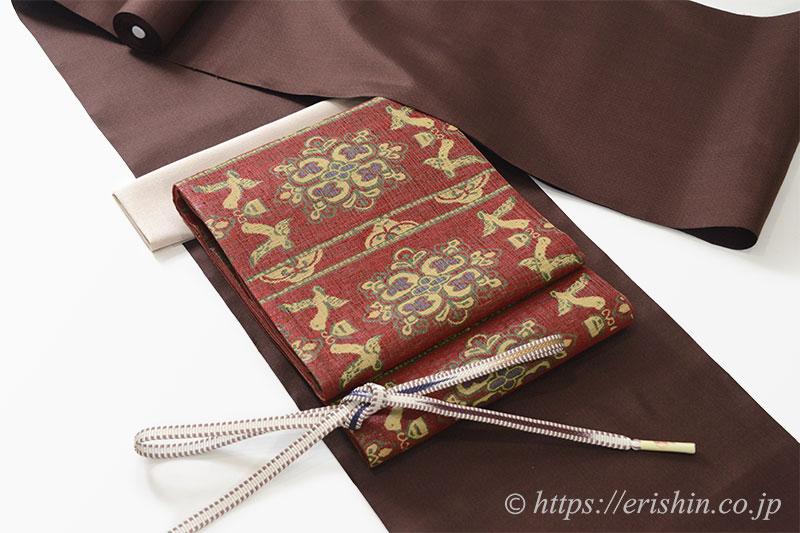 コーディネート・焦茶色の菊池洋守八丈織に袋帯を