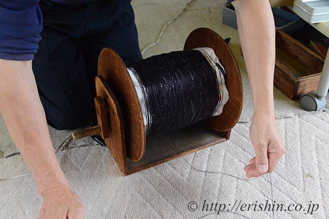 結城紬の染め上がった絣糸
