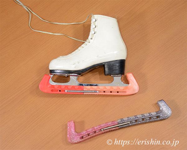 図案制作のため、お預かりしたスケート靴とエッジカバー