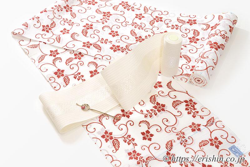 竺仙綿絽白地浴衣(小花唐草)に博多半幅帯(粗紗/白)