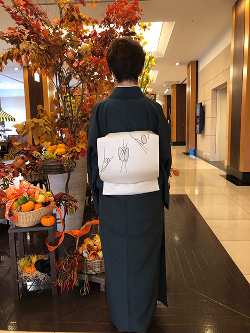 吉野間道御召(青摺色)に蝶の刺繍の染名古屋帯