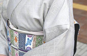 洗える絹の着物(丹後織御召/羊歯菱文)の着姿