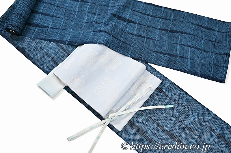 夏小紋(よろけ縞小市松/紋紗)に八寸織名古屋帯(楓散らし・竪絽/白縹色)