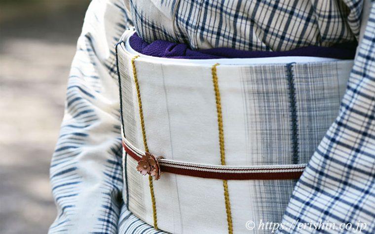 芝崎圭一さんの木綿着物に宮崎涼子さんの「白金」の名古屋帯をコーディネート