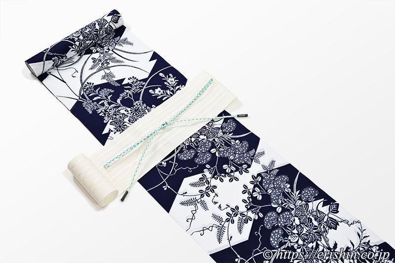 竺仙/ちくせん 綿絽白地浴衣(松皮菱取りに秋草)に博多半幅帯(粗紗/よろけ縞・白)