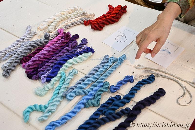 手刺繍洒落紋のお誂え(波うさぎ)の色糸を選ばれているE様