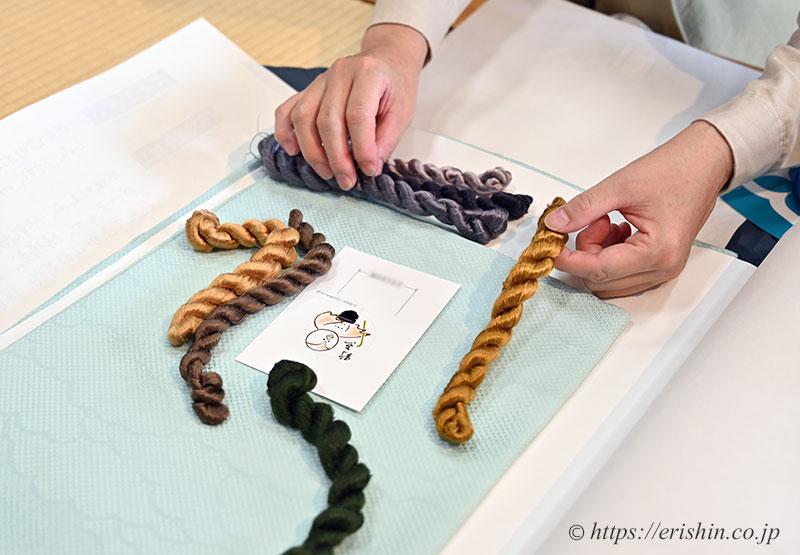 手刺繍洒落紋の色糸を選ばれるY様