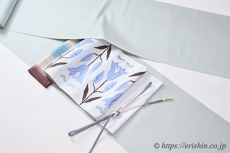 旬のお勧めコーディネート「洛風林 名古屋帯(百合文/月白色)と勝山さと子 二重奏(青磁色)」